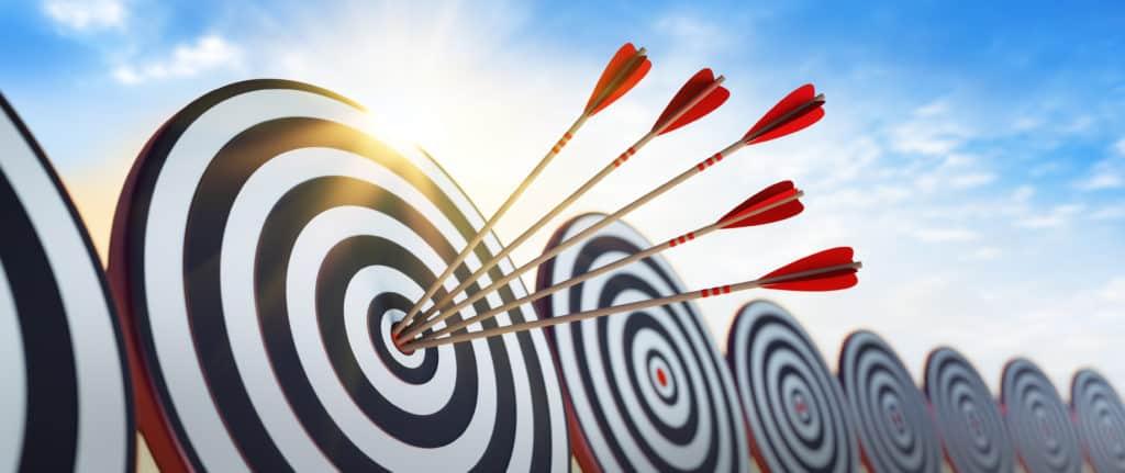 Illustration Zielscheibe mit 5 Möglichkeiten die zum Ziel führen
