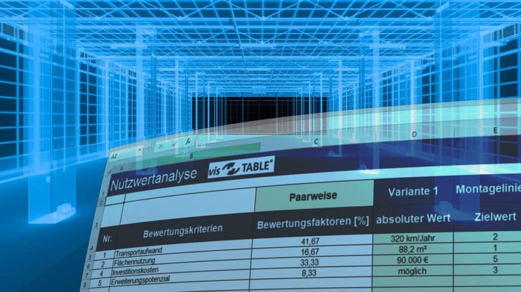 Illustration einer Excel-Vorlage zur Kosten-Nutzwertanalyse von Layoutvarianten vor einer leeren Fabrik