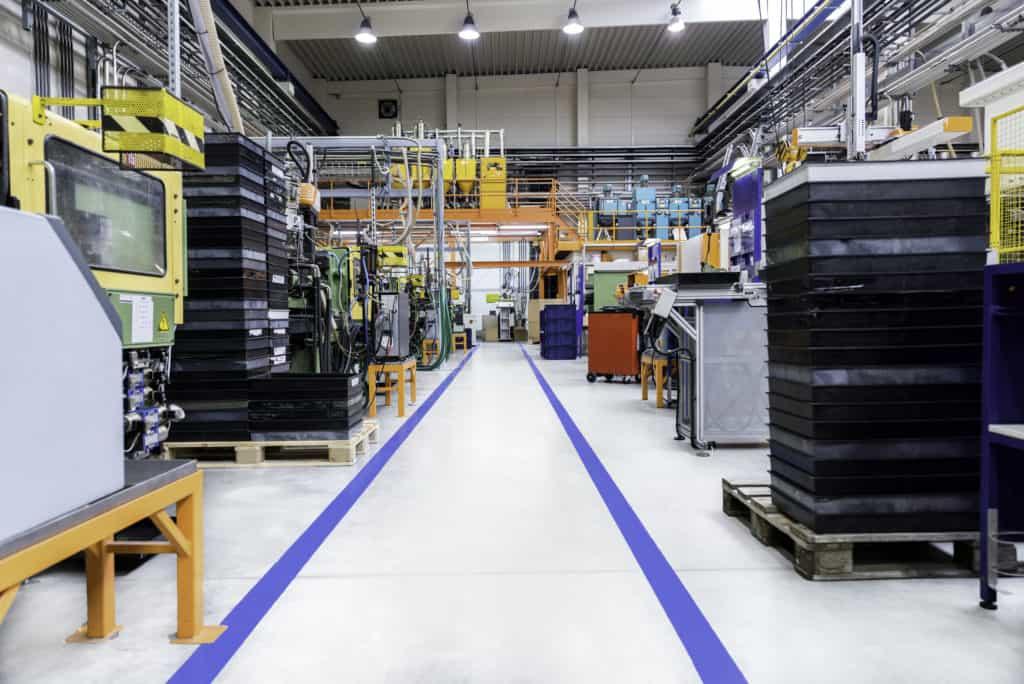 Lagerbereich in einer Fabrik zur Verdeutlichung der Liegezeit als Zeitanteil an der Durchlaufzeit