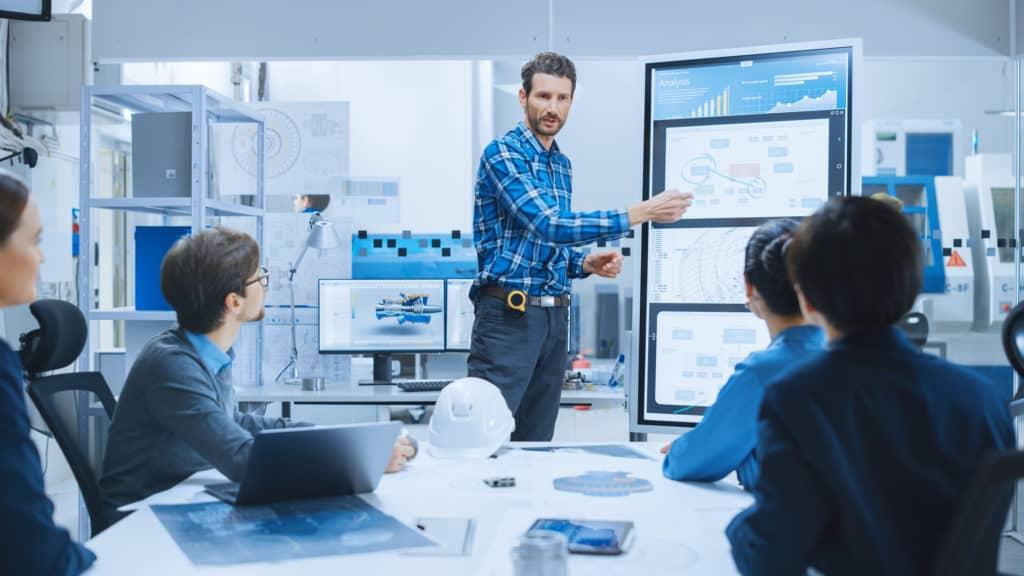 Training Mitarbeiter im Unternehmen zur Digitalisierung der Produktion