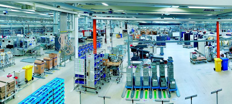 Blick in die Fertigung bei der Firma Weidmüller in Detmold